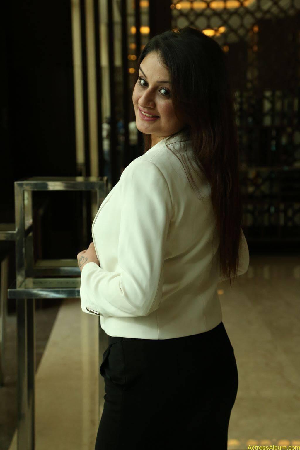 Sonia-Agarwal-Stills-At-Chennai-Fashion-Week-Press-Meet-07
