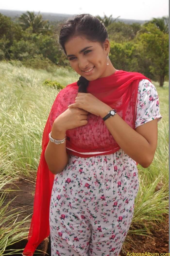Srushti-Dange-Stills-From-Puriyatha-Anantham-Puthithaga-Aarambam-Movie-1
