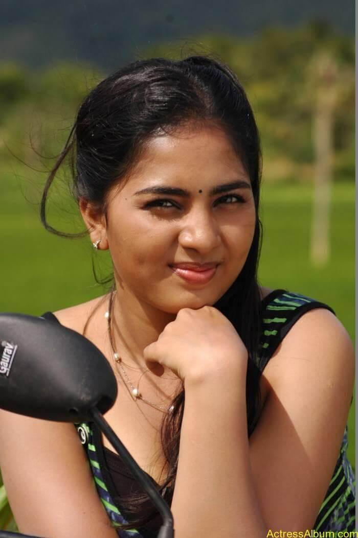 Srushti-Dange-Stills-From-Puriyatha-Anantham-Puthithaga-Aarambam-Movie-3