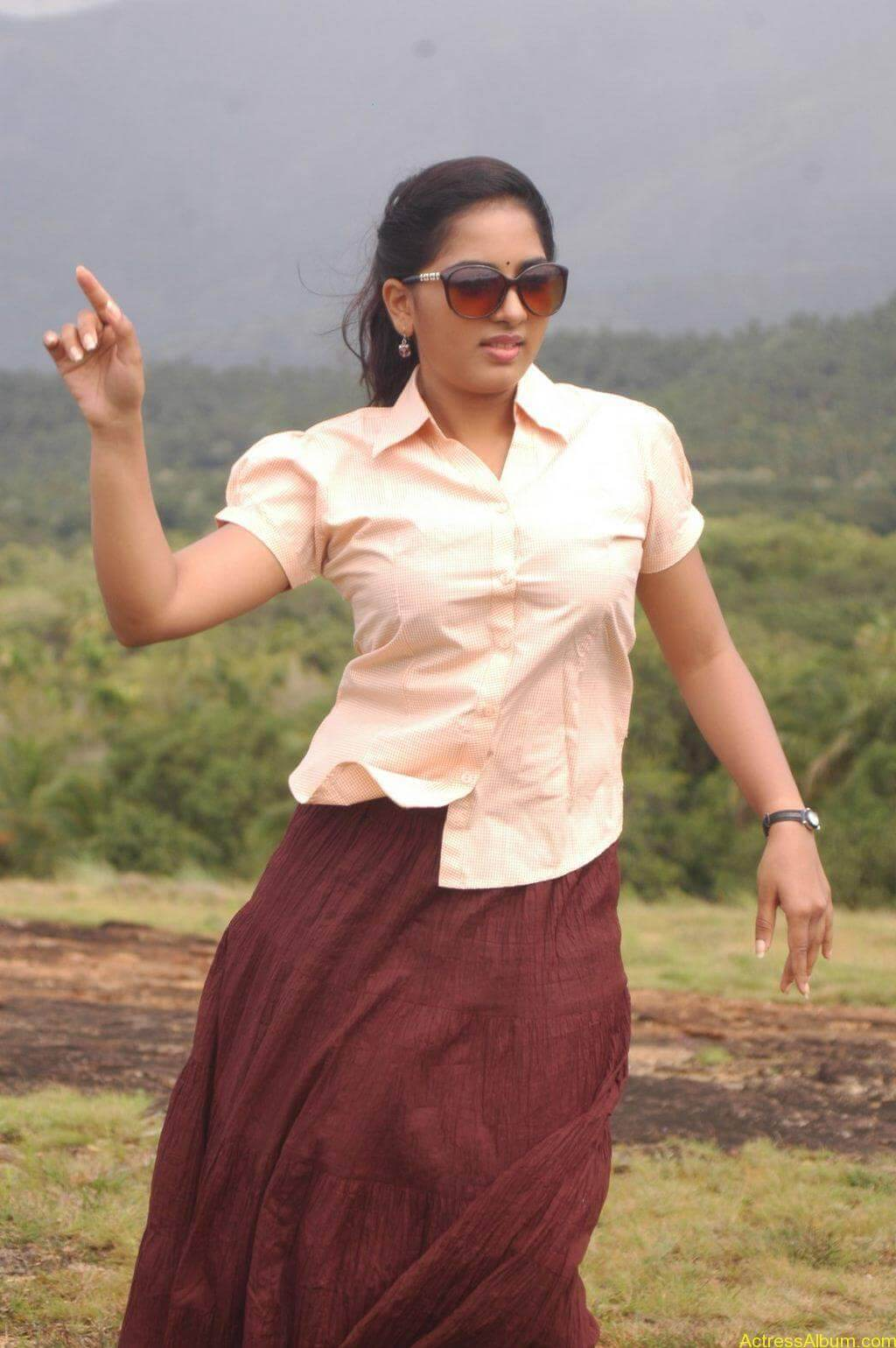 Srushti-Dange-Stills-From-Puriyatha-Anantham-Puthithaga-Aarambam-Movie-4