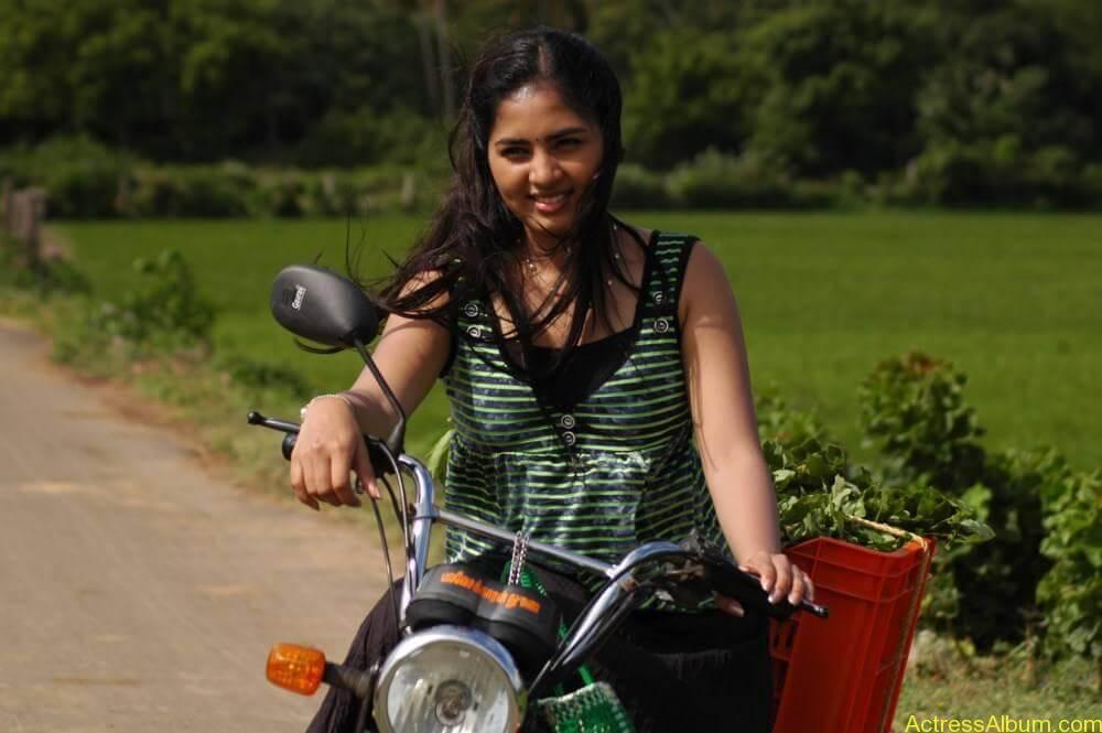 Srushti-Dange-Stills-From-Puriyatha-Anantham-Puthithaga-Aarambam-Movie-6