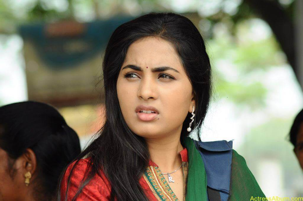 Srushti-Dange-Stills-From-Puriyatha-Anantham-Puthithaga-Aarambam-Movie-7