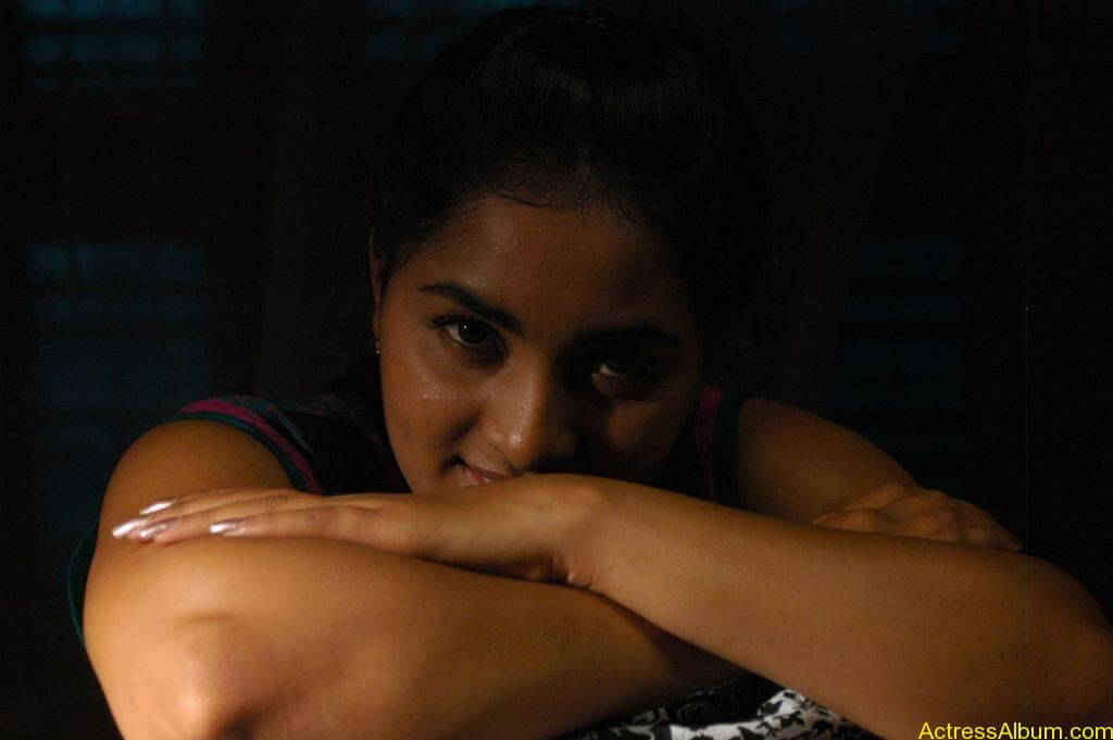 Srushti-Dange-Stills-From-Puriyatha-Anantham-Puthithaga-Aarambam-Movie-8