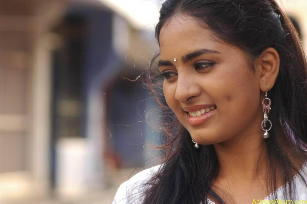 Srushti-Dange-Stills-From-Puriyatha-Anantham-Puthithaga-Aarambam-Movie-9