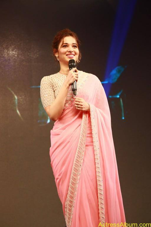 Tamanna-Stills-At-Baahubali-Tamil-Trailer-Launch-13