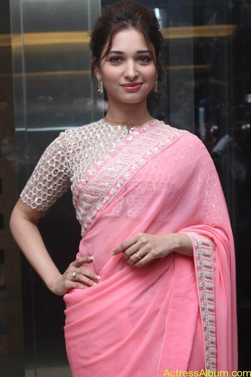 Tamanna-Stills-At-Baahubali-Tamil-Trailer-Launch-15