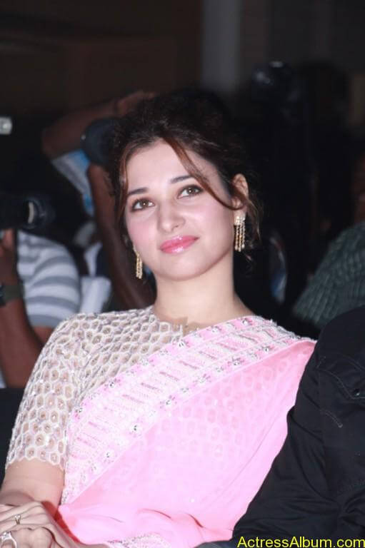 Tamanna-Stills-At-Baahubali-Tamil-Trailer-Launch-6