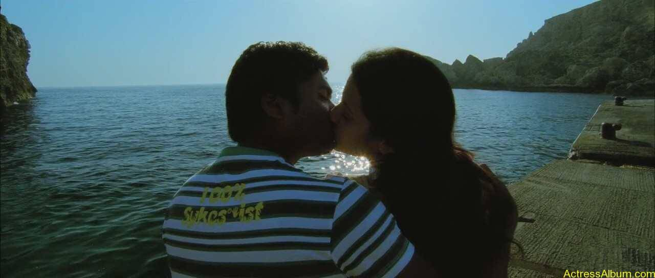 Trisha-and-Simbu-Lip-Kiss-Pics-1