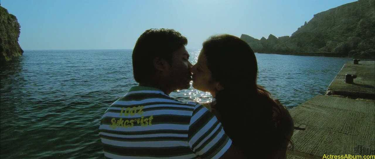 Trisha-and-Simbu-Lip-Kiss-Pics-2