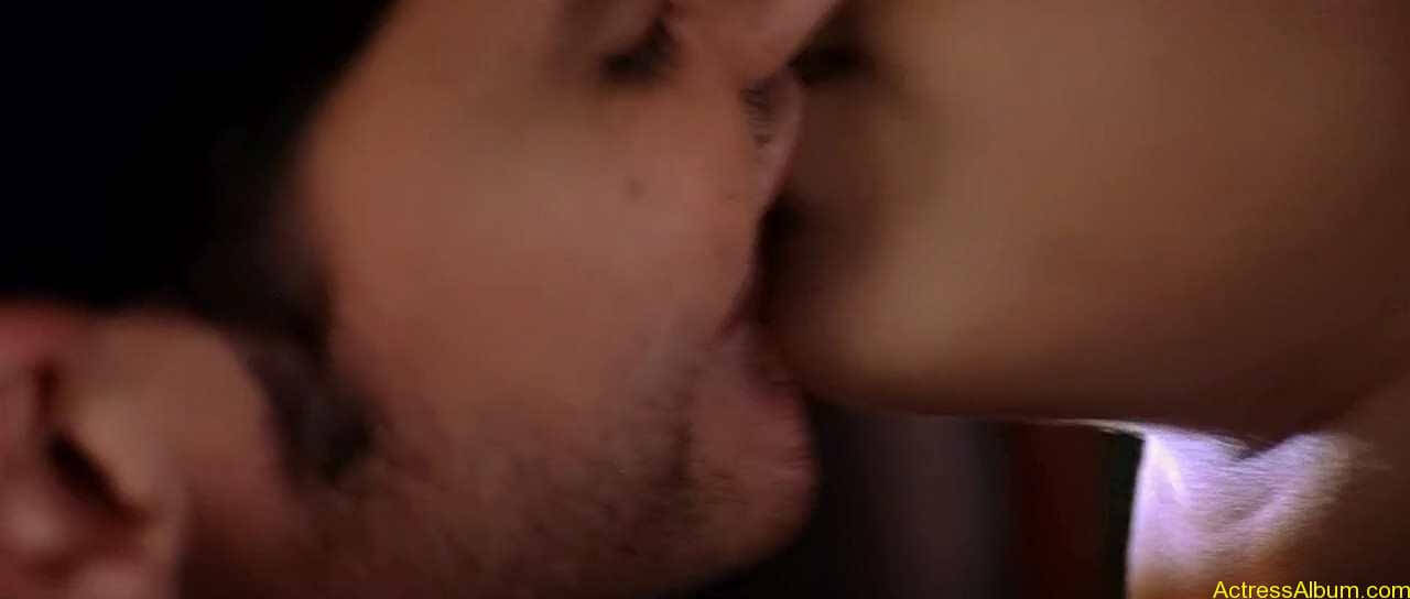 trisha-kiss-stills-2