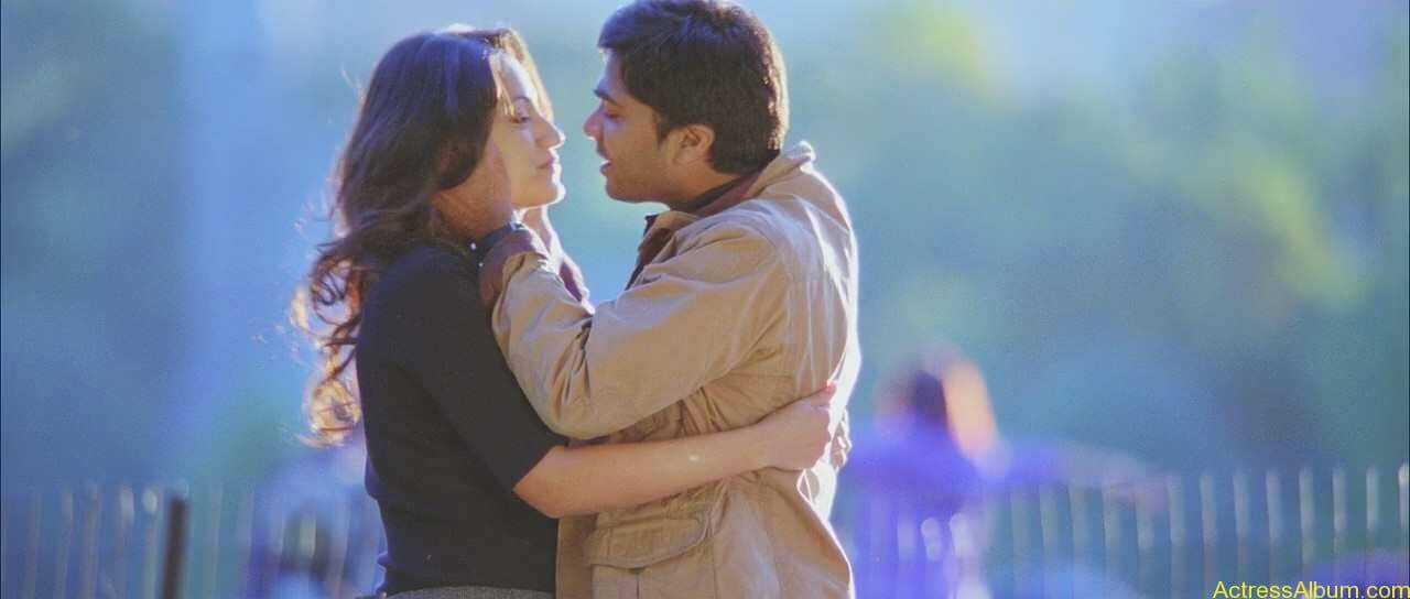 Trisha-Kissing-Lip-To-Lip-With-Simbu-5