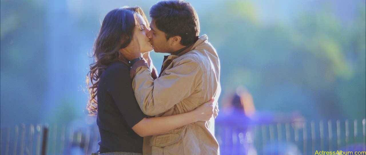 Trisha-Kissing-Lip-To-Lip-With-Simbu-6