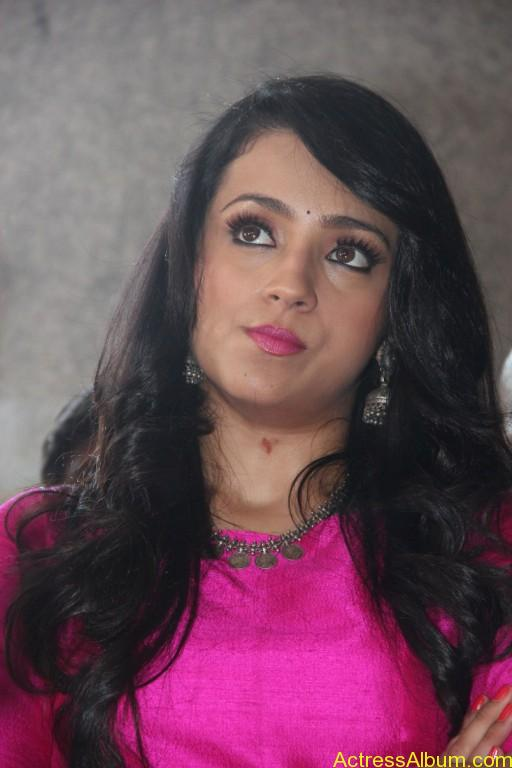 trisha-latest-stills-at-nayagi-movie-pooja-12