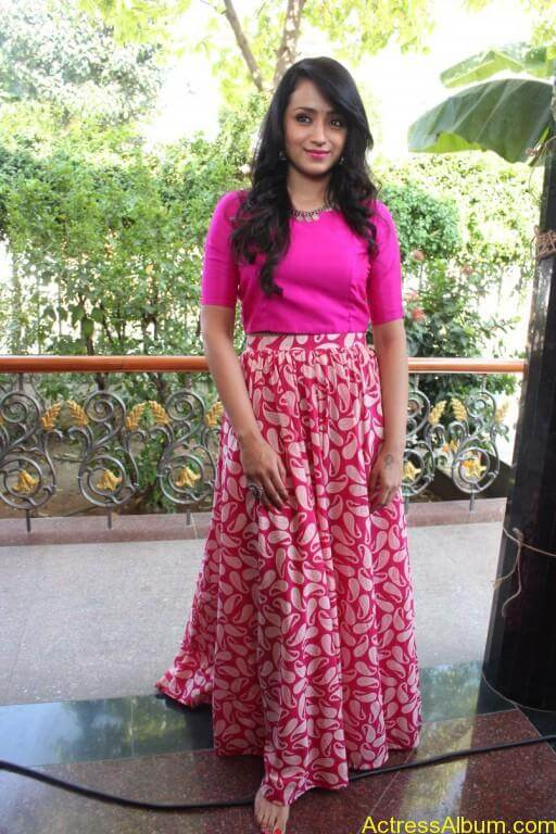 trisha-latest-stills-at-nayagi-movie-pooja-6