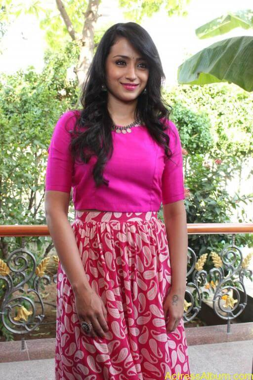 trisha-latest-stills-at-nayagi-movie-pooja-7