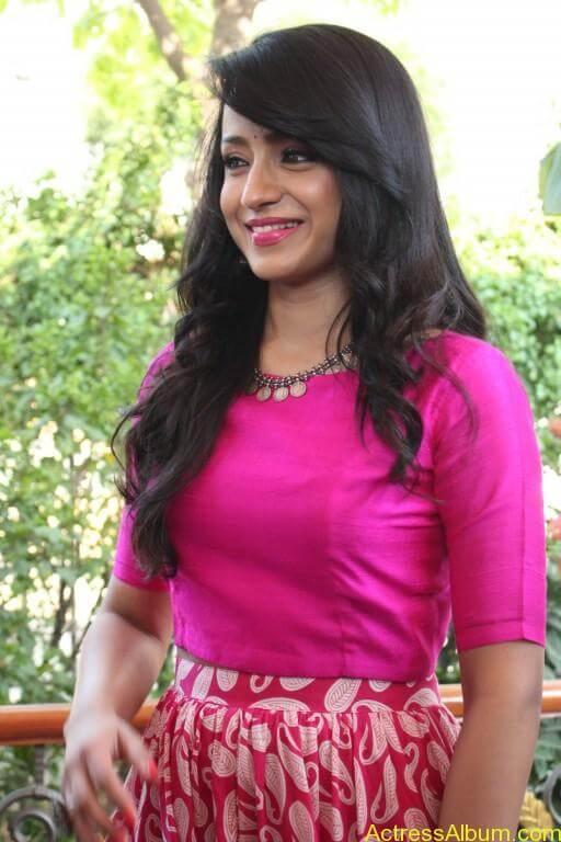 trisha-latest-stills-at-nayagi-movie-pooja-8