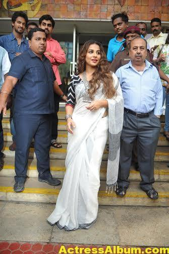 Vidya-Balan-inaugurates-Chaplin-Lines-exhibition-photos-8