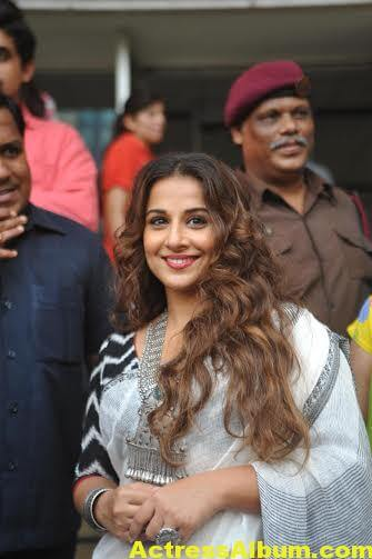 Vidya-Balan-inaugurates-Chaplin-Lines-exhibition-photos-9