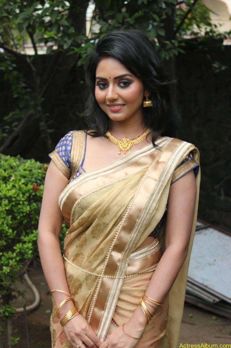 Vidya-Stills-At-Athibar-Movie-Press-Meet-02