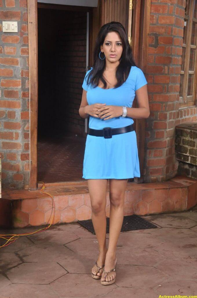 Actress-Bhavani-Reddy-Hot-Photos-Stills-5