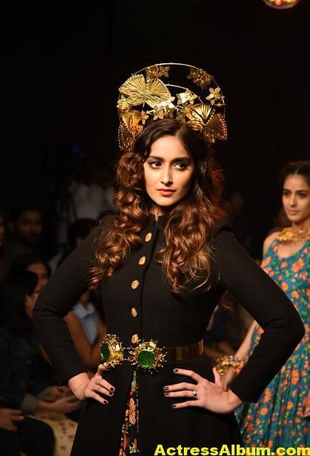 Ileana Latest Hot Ramp Walk Photos -4