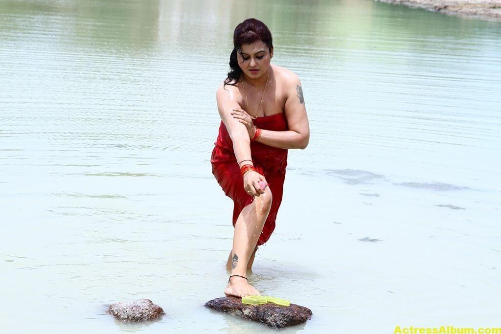 Sona-Hot-Stills-FromSivappu-Manidharagal-Movie-5