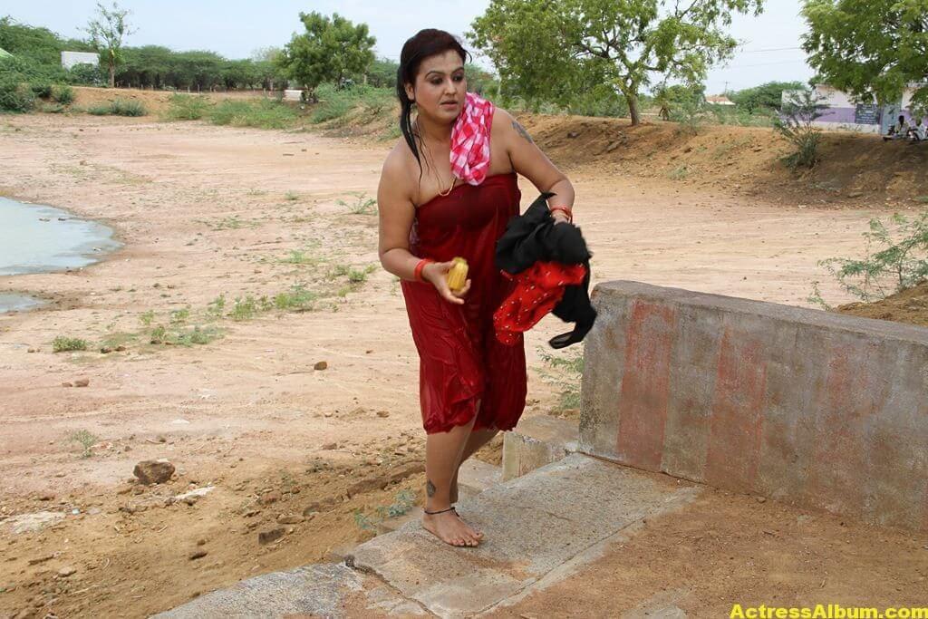 Sona-Hot-Stills-FromSivappu-Manidharagal-Movie-7