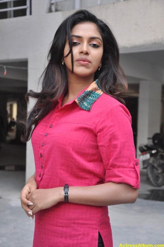 Actress Amala Paul Pink Top Closeup Gallery...2