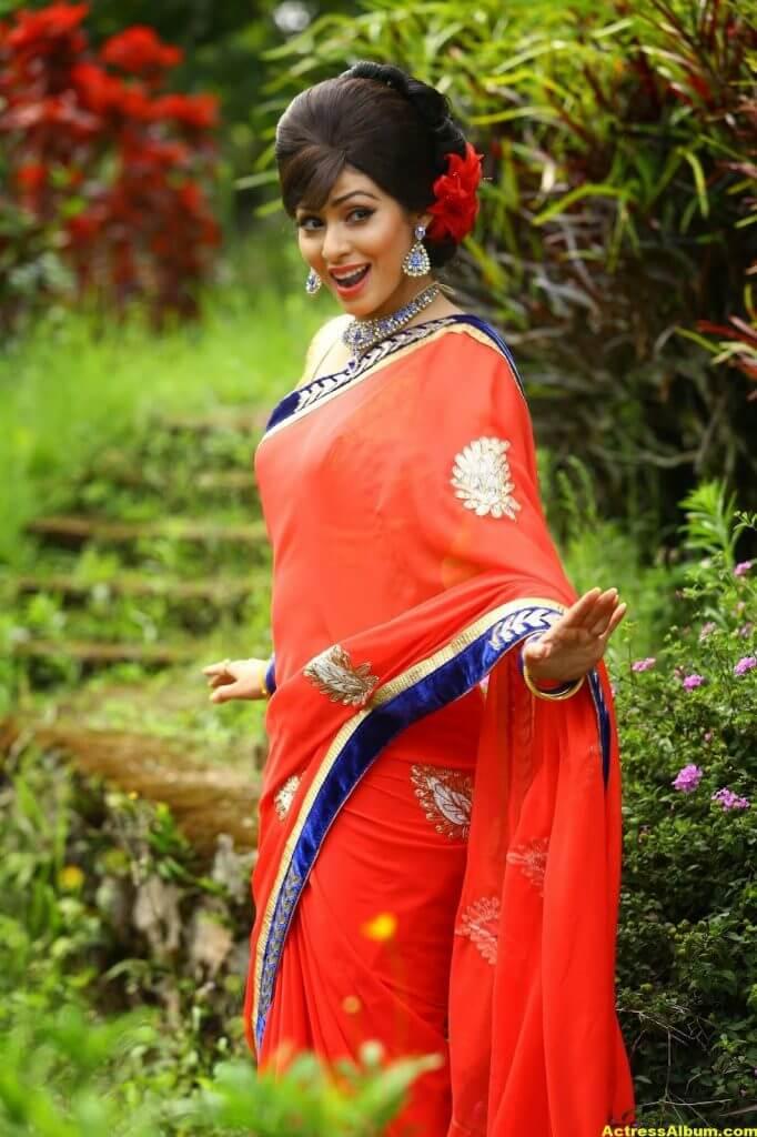 Actress Sada Latest HQ Stills 1