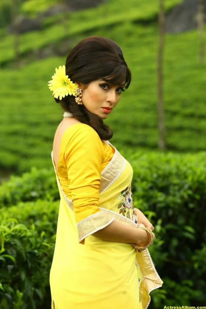 Actress Sada Latest HQ Stills 2