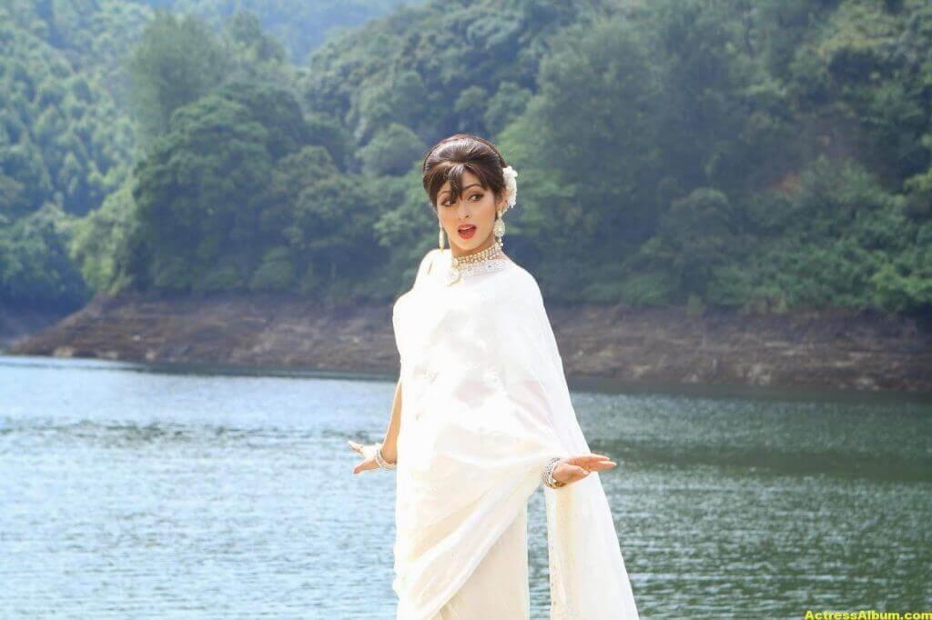 Actress Sada Latest HQ Stills 4
