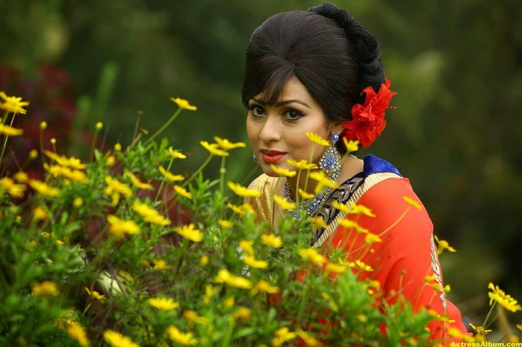 Actress Sada Latest HQ Stills 6