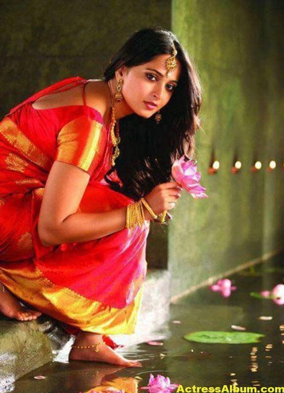 anushka-latest-hot-photos-02