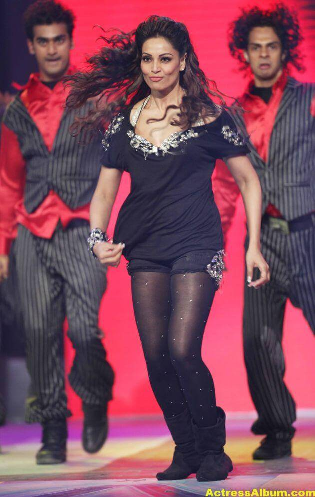 Bipasha Basu Hot Dance at CCL Photos 3