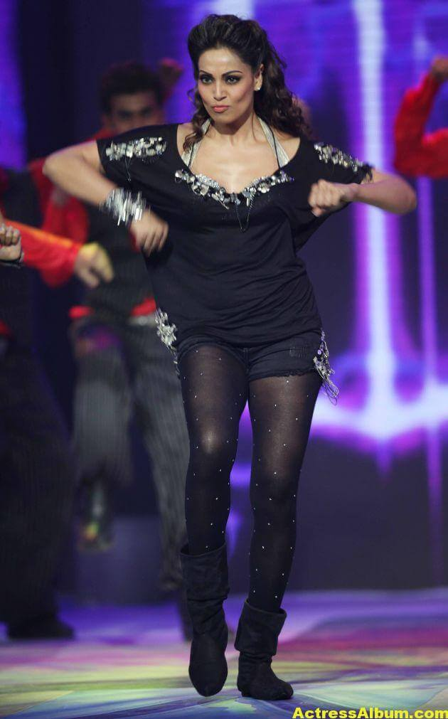 Bipasha Basu Hot Dance at CCL Photos 4