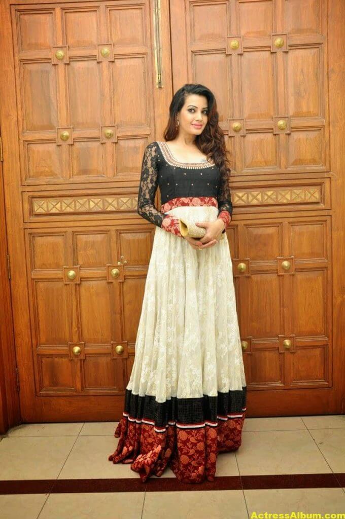 Diksha Panth latest Glamorous Stills 2