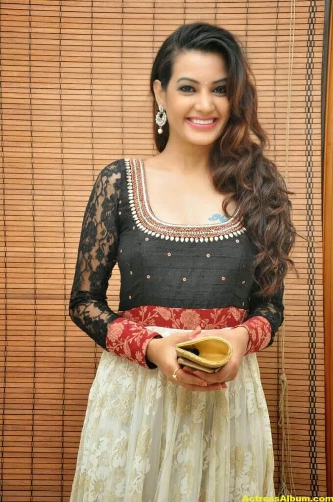 Diksha Panth latest Glamorous Stills 3