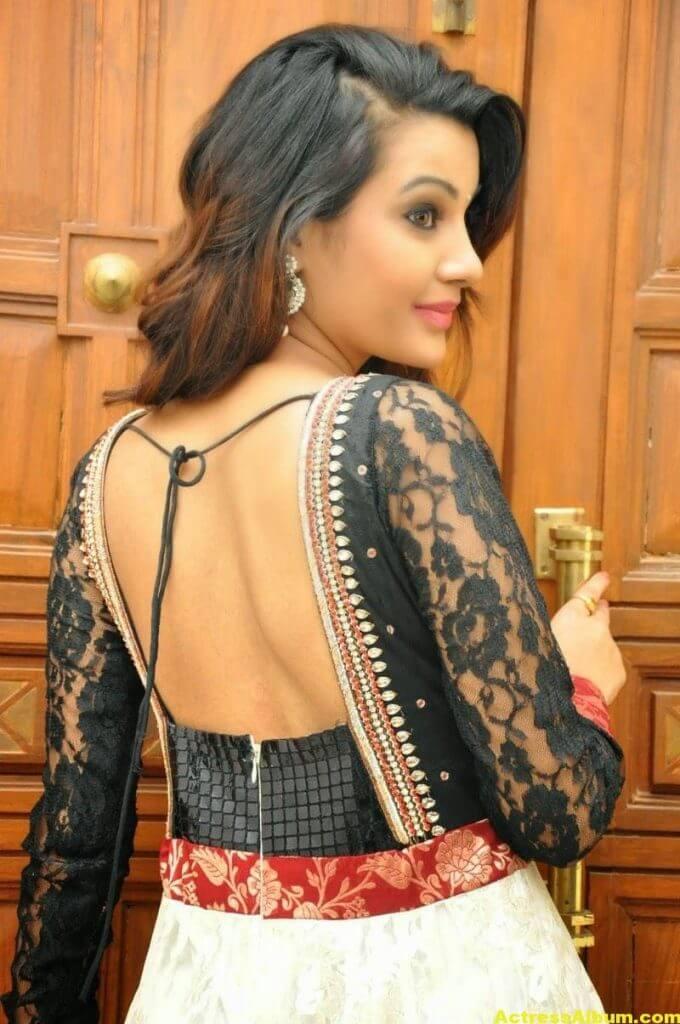 Diksha Panth latest Glamorous Stills 4