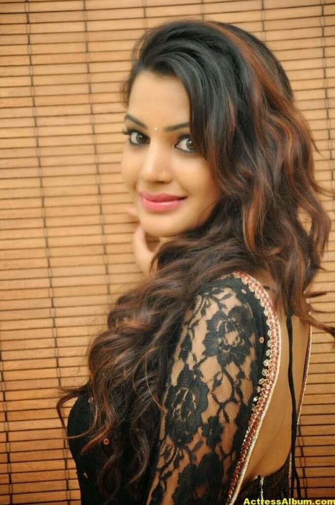 Diksha Panth latest Glamorous Stills 5