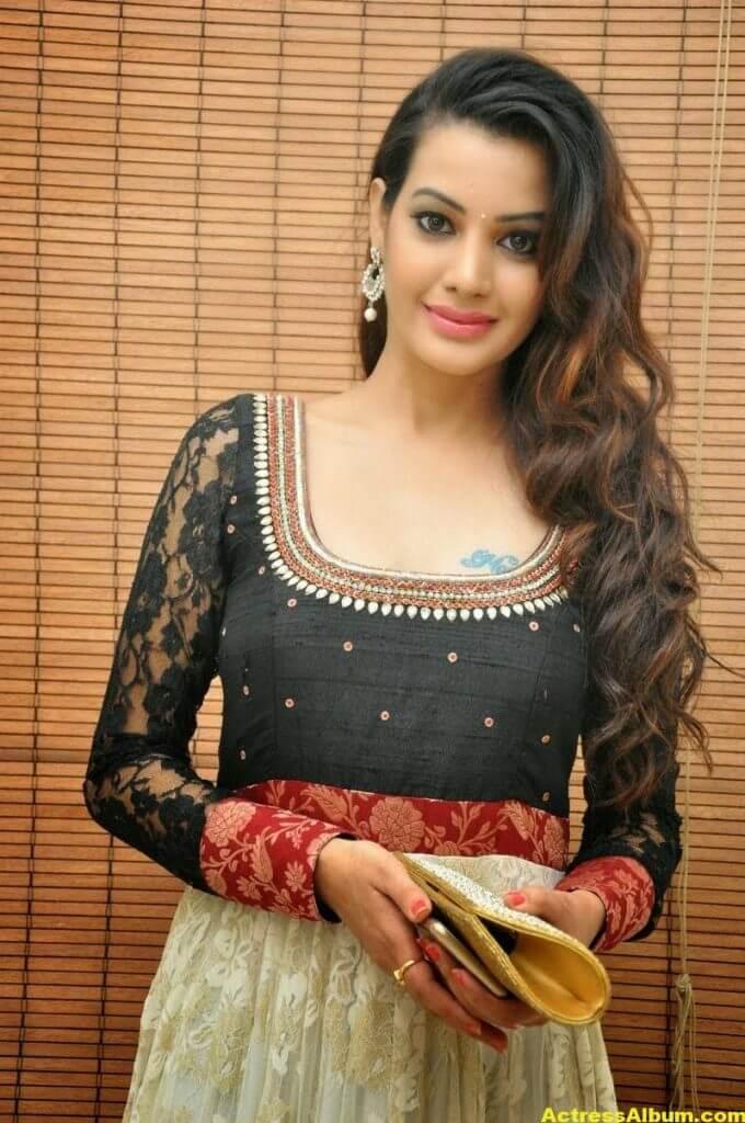 Diksha Panth latest Glamorous Stills 6
