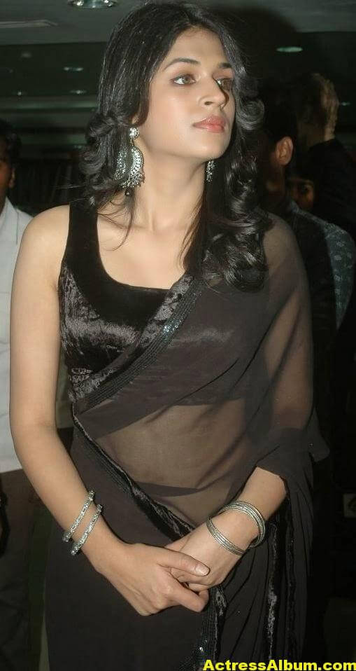 Hot Bigboobs Shraddha das Naval Show in Black saree (1)