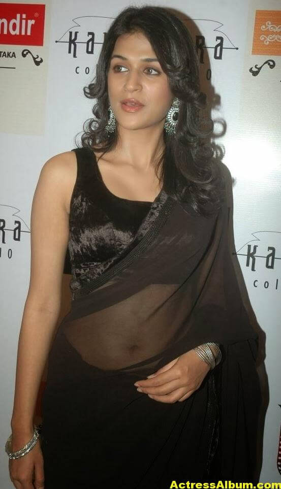 Hot Bigboobs Shraddha das Naval Show in Black saree (2)