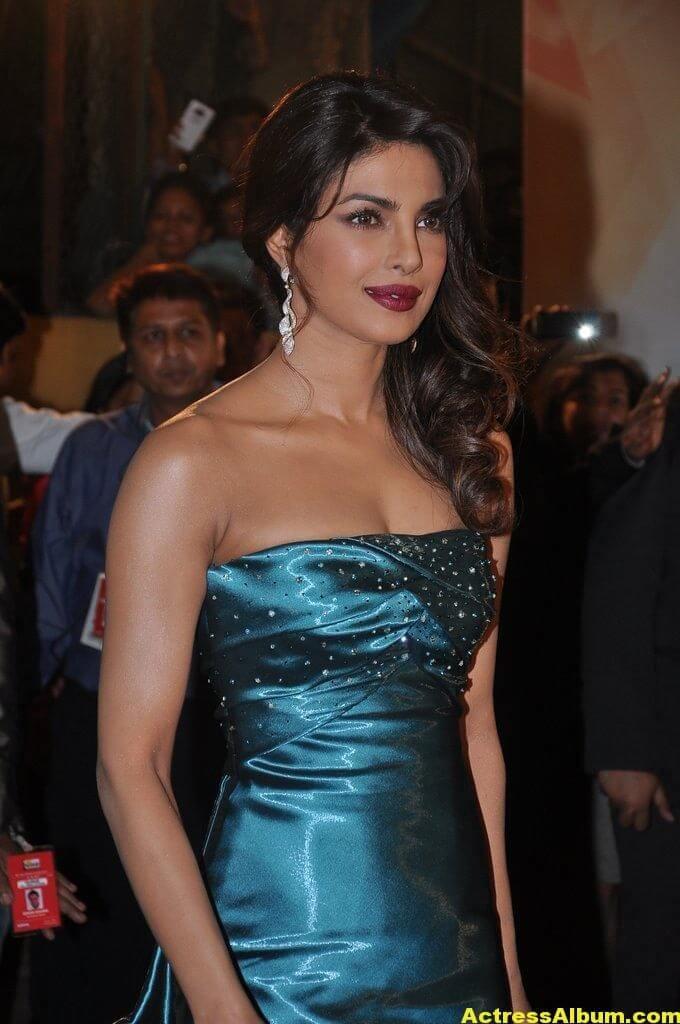 Hot Heroines at Idea Filmfare Awards 1