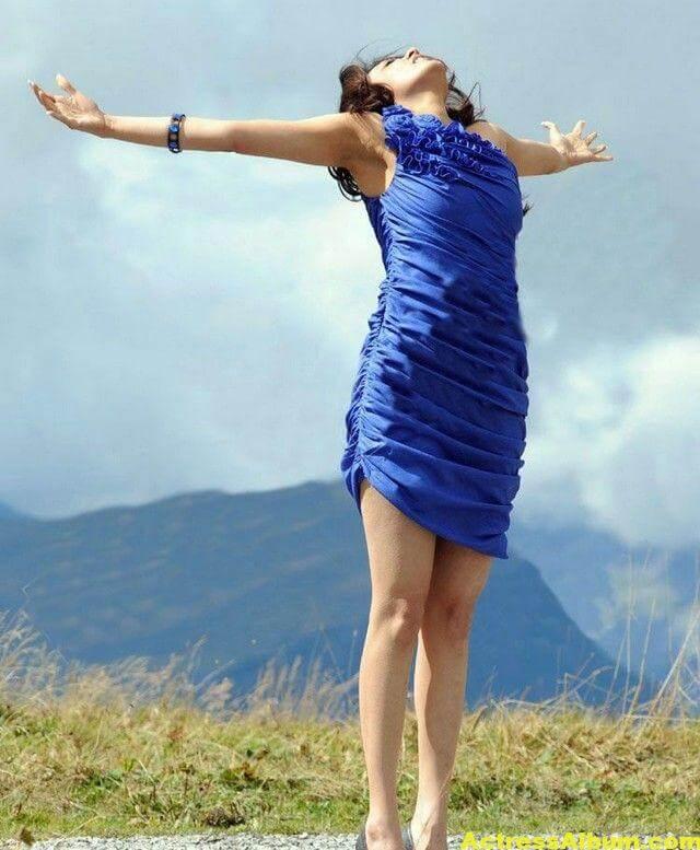 Kajal Agarwal  blue short gown thunder thighs 3