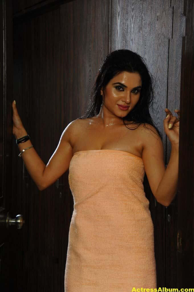 Kavya Singh Hot And Spicy Photos 4