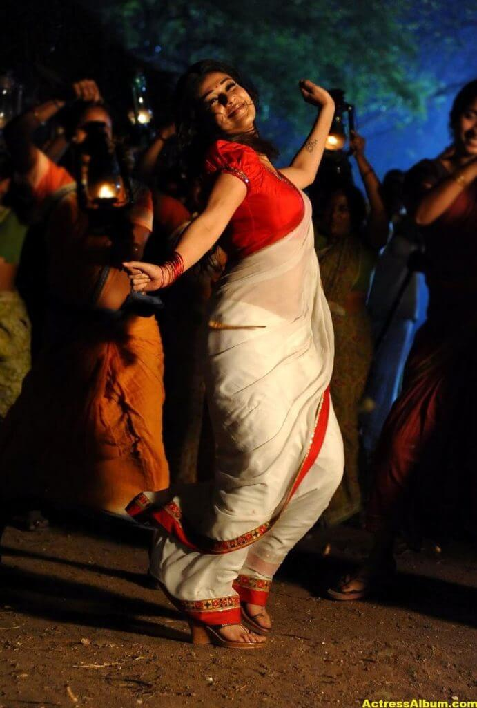 Nayanthara latest hot stills in saree 2