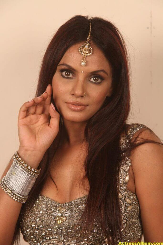 Neetu Chandra Stills 2