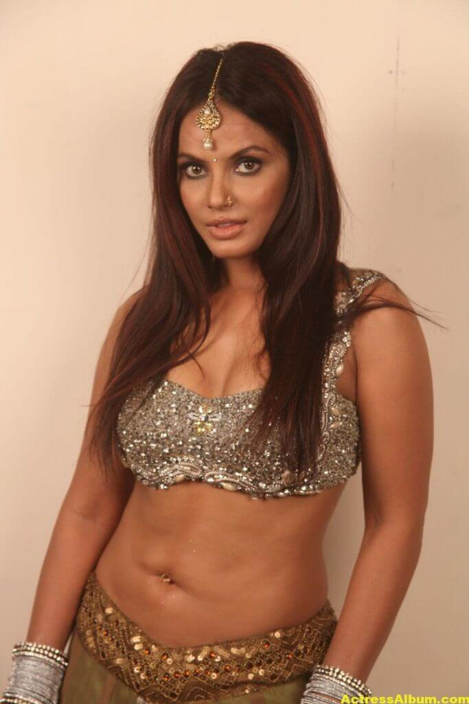Neetu Chandra Stills 4