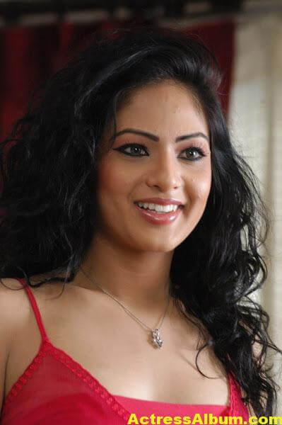 Nikesha-patel-hot-stills(4)