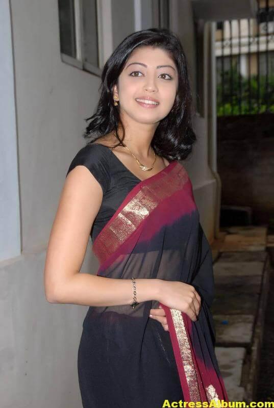 pranitha-hot-stills-in-saree-1